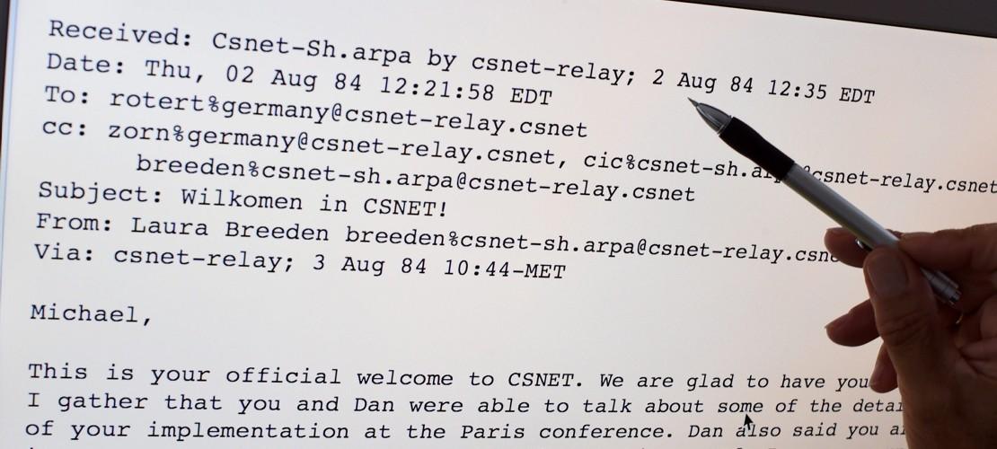 Wann wurde die erste E-Mail verschickt?