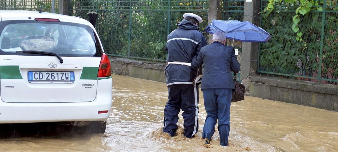 Regen legt Teile von Italien lahm