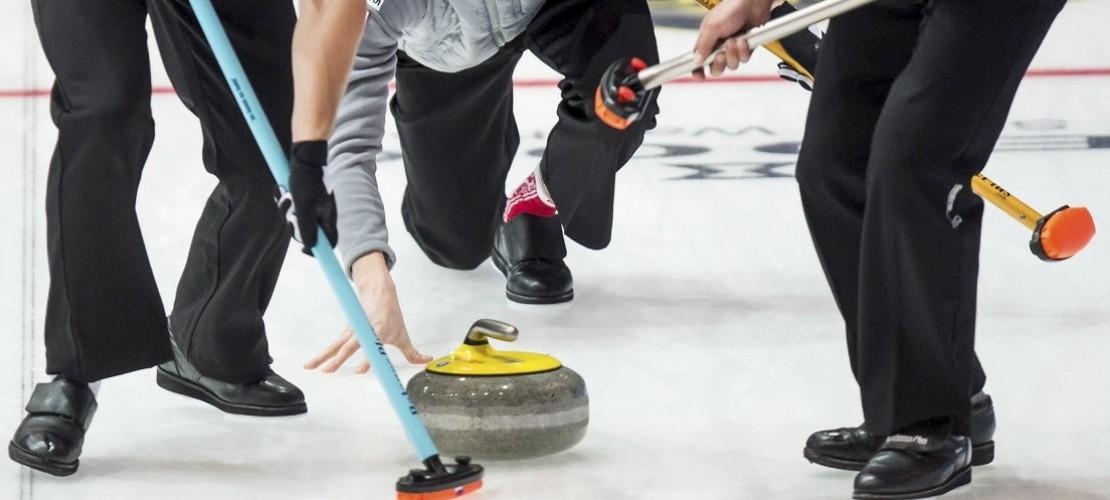 Was macht man beim Curling?