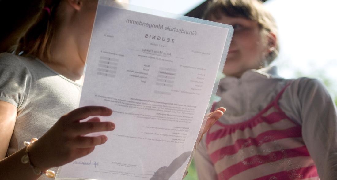 Manche Kinder freuen sich auf ihr Zeugnis, andere haben Angst davor. (Foto: dpa)