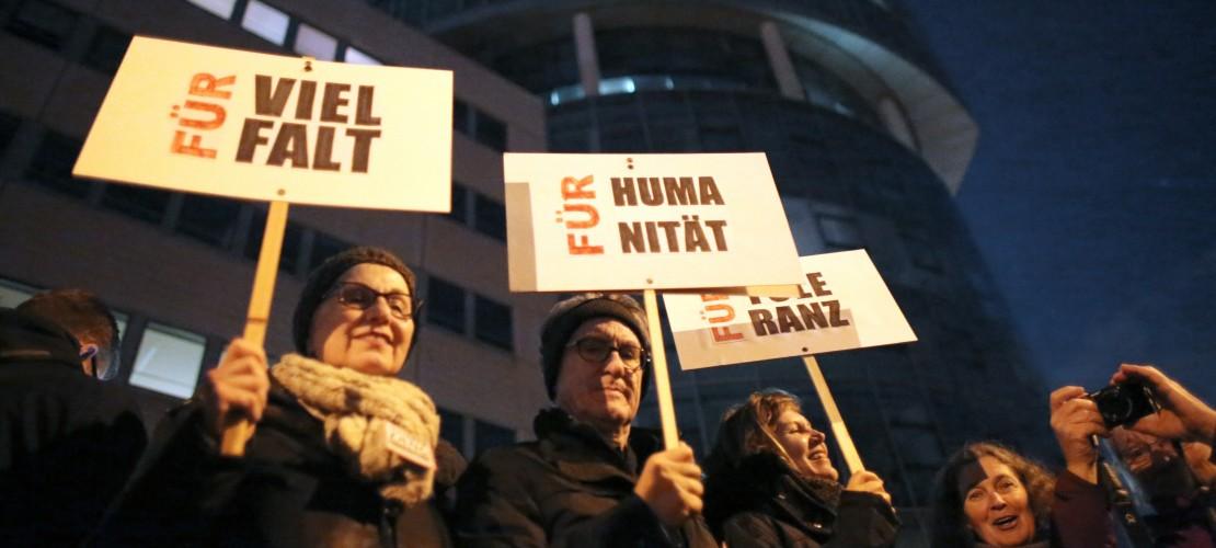 Tausende protestieren gegen Kögida – Der Dom blieb dunkel