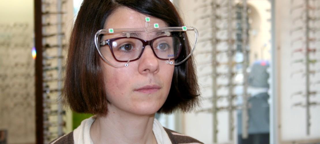 Für die richtige Brille müssen verschiedene Dinge getestet werden. (Foto: dpa)