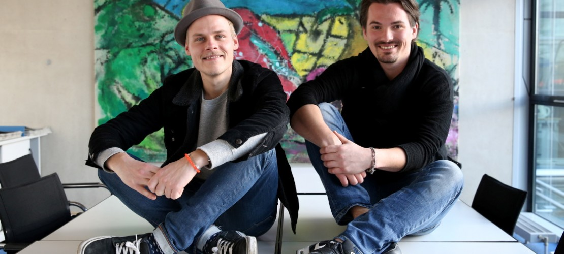 Oliver Niesen (links), Sänger und Gitarrist von Cat Ballou, ist 29 Jahre alt. Dominik Schönenborn spielt Keyboard. Er ist 27 Jahre alt. Für euch erinnern sich die beiden noch einmal an ihre Schulzeit. (Foto: dpa)
