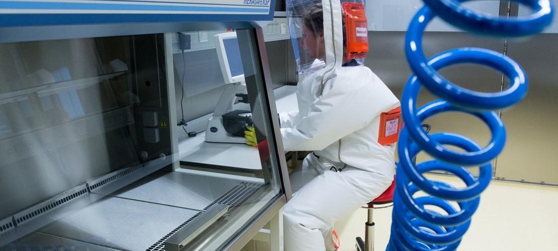 Bevor in dem Labor richtig gearbeitet wird, machen Fachleute erst mal viele Technik-Tests. (Foto: dpa)