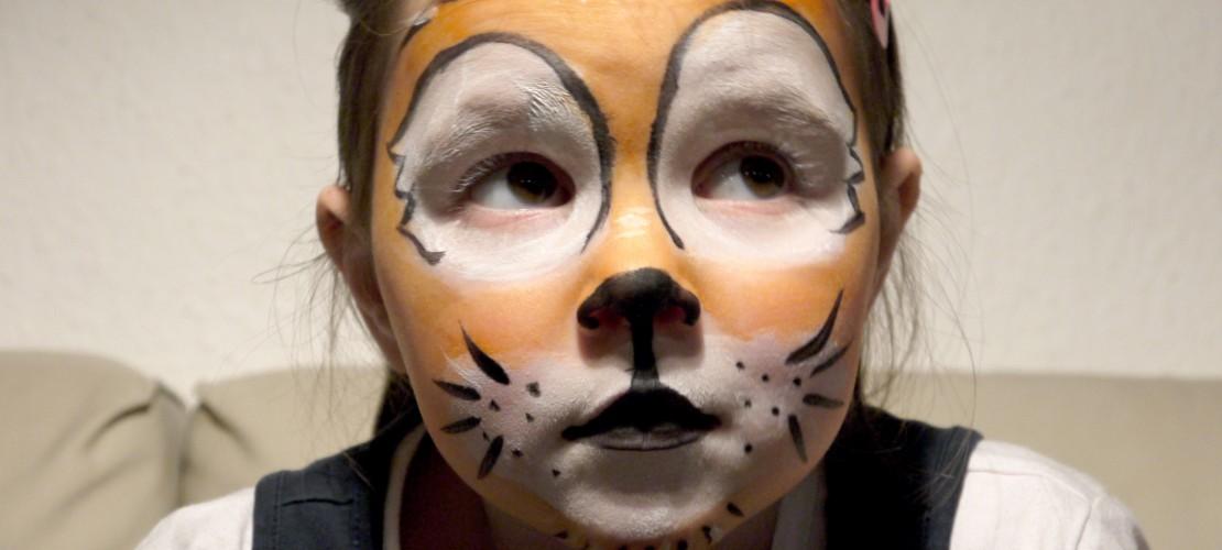 Das Tiger-Gesicht sieht ganz schön professionell aus – du kannst es aber einfach zu Hause nachmachen. (Foto: dpa)