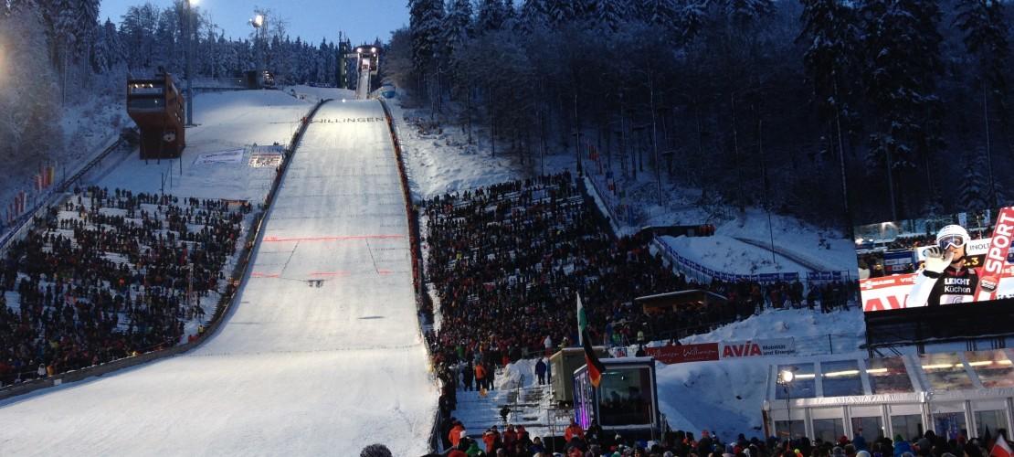 Einmal im Jahr reisen die besten Skispringer nach Willingen. Hier steht die Mühlenkopfschanze. Und hier findet der Skisprung-Weltcup statt. (Foto: Klemm)