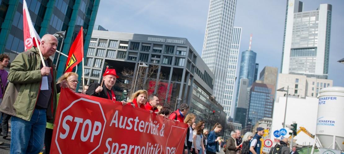Viele Menschen protestierten in der Stadt Frankfurt am Main. (Foto: dpa)