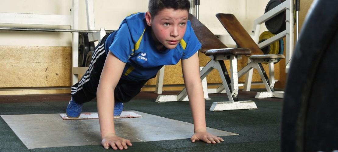 Kraft allein reicht nicht: Wie man Gewichtheben trainiert