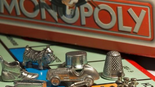 Das Brettspiel Monopoly gibt es schon sehr lange. Diese Woche wird es 80 Jahre alt. (Foto: dpa)