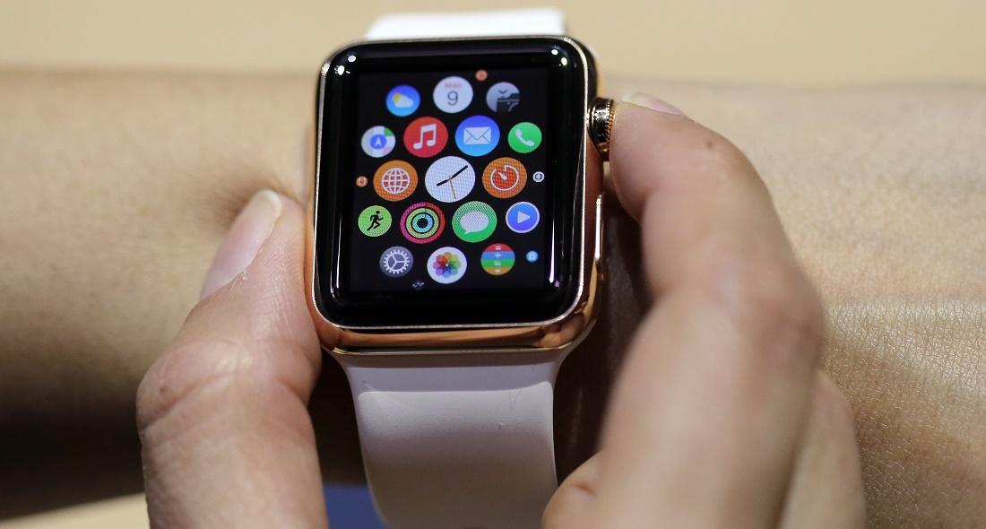 Mit der Computer-Uhr kann man zum Beispiel Einkäufe bezahlen. (Foto: dpa)