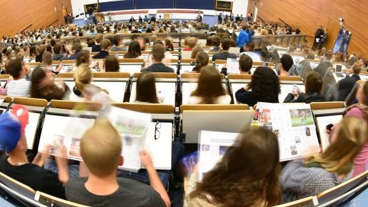 Eine Unterrichtsstunde an der Universität nennt man Vorlesung oder Seminar. (Foto: dpa)