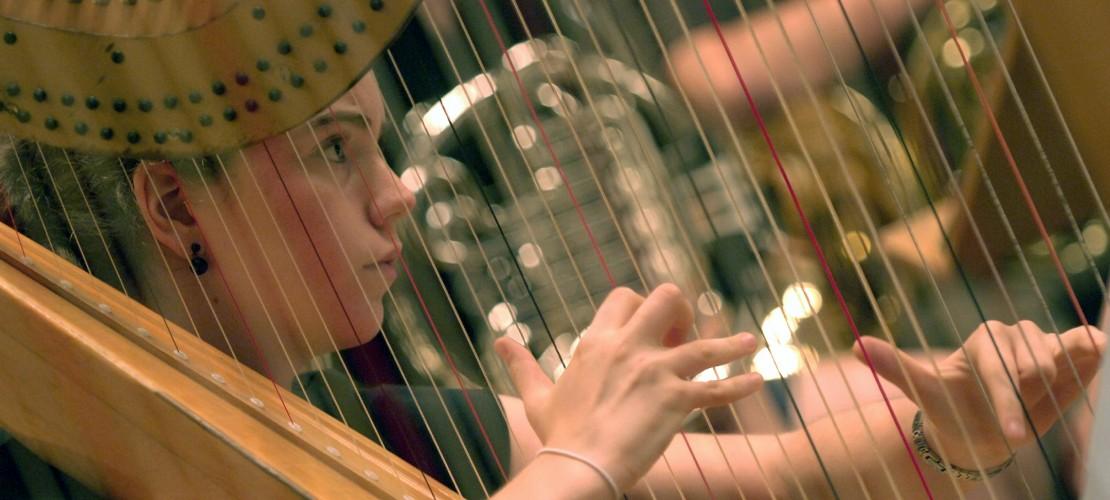 Instrumente-Serie: So spielt man eine Harfe