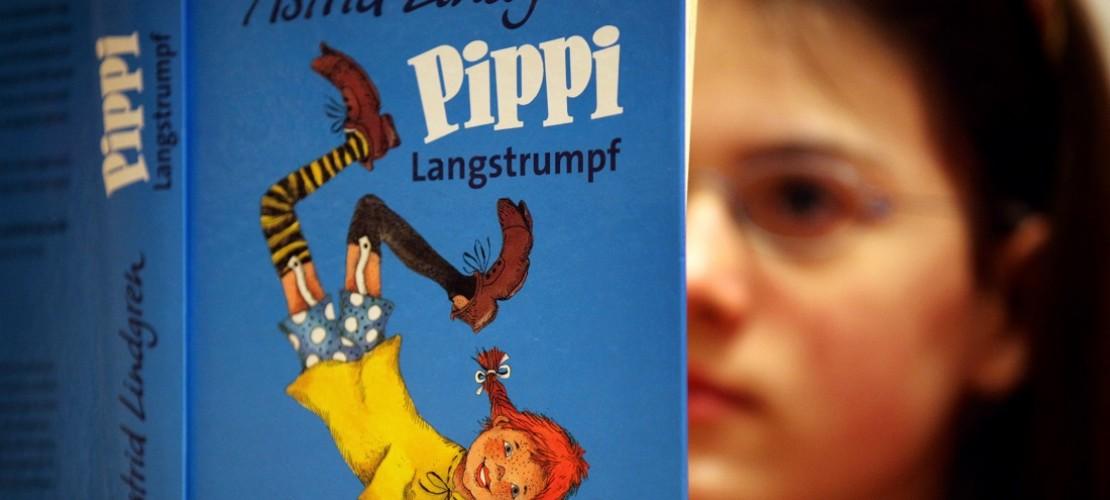 Pippi Langstrumpf heißt in anderen Ländenr übrigens nicht Pippi. In Brasilien wird sie zum Beispiel Bibi Maiea-Longa genannt, in China Changwazi Pipi und in England Pippi Longstocking. In Finnland dagegen heißt sie Peppi Pitkätossu und in Frankreich Fifi Brindacier. (Foto: dpa)