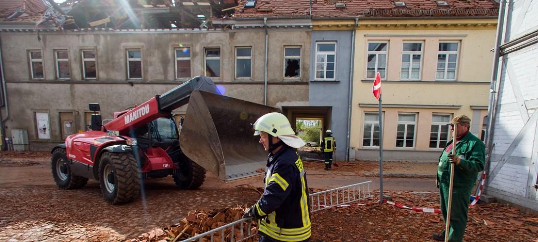 In der Stadt Bützow im Bundesland Mecklenburg Vorpommern hat der starke Sturm ganz schön viel verwüstet. (Foto: dpa)
