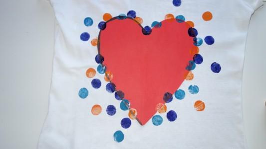 T-Shirt mit Herz: Das perfekte Muttertags-Geschenk. (Fotos: Seiter)