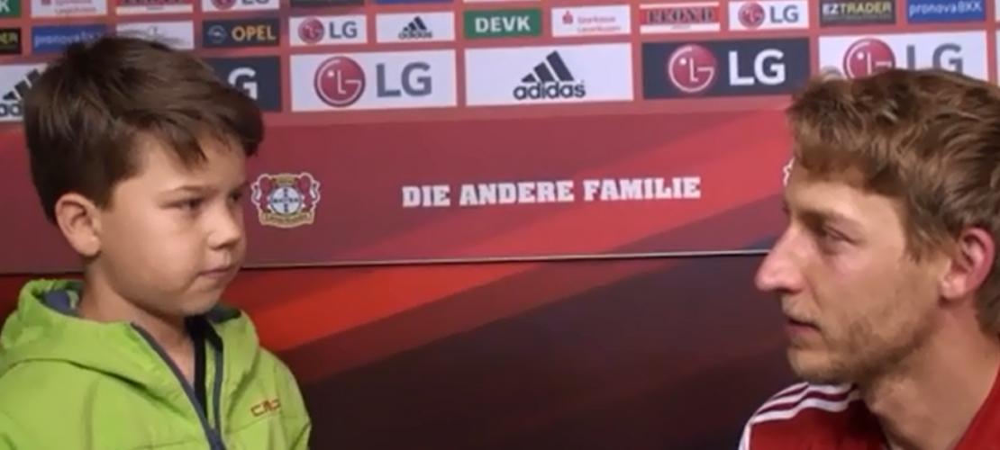 Die Klasse 5 d des Gymnasiums Odenthal hat den Mannschaftsarzt von Bayern 04 getroffen - und gleich auch Spieler interviewt. (Foto: Screenshot)