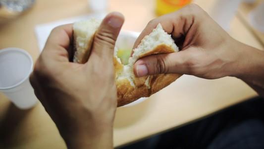 Im Fastenmonat Ramadan dürfen Muslime tagsüber nichts essen. In diesem Jahr beginnt der Ramadan am 18. Juni. (Foto: dpa)