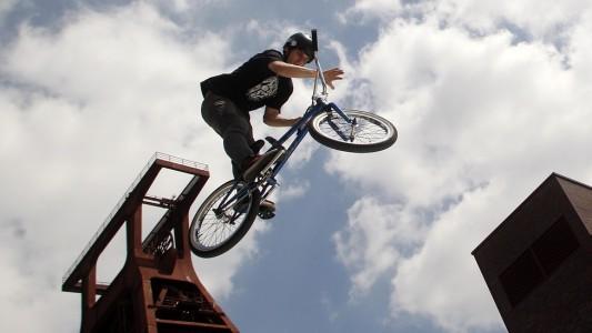 Im Skate-Park kann man Tricks üben. (Foto: dpa)