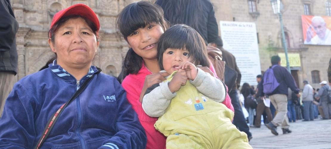 KINA - Alysón aus Bolivien freut sich auf den Papst