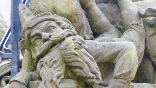 """In der Kölner Innenstadt erinnert der """"Heinzelmännchen-Brunnen"""