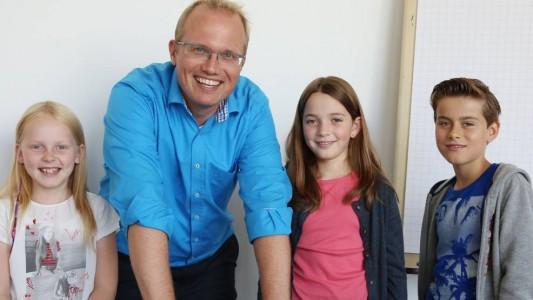 Drei unserer Kinderreporter haben den OB_Spitzenkandidaten Jochen Ott getroffen. (Fotos: Goyert)