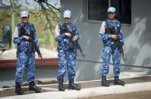"""Die Friedenstruppe der Vereinten Nationennennt man auch """"Blauhelmsoldaten"""". (Foto: dpa)"""