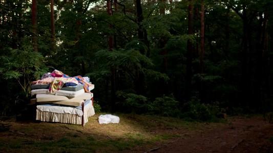 Unter vielen vielen Matratzen hat die Königin eine Erbse versteckt? Wird die Prinzessin das merken? (Foto: dpa)