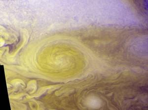 Der helle Kreis ist ein riesiger Wirbelsturm, der auf Jupiter tobt. (Foto: dpa)