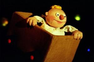 """Ein kleiner Junge will die Welt erobern. Mit Hilfe des Mondes begibt er sich auf die Reise. """"Der kleine Häwelmann"""" - jetzt im Theater. (Foto: Kölner Künstler Theater)"""