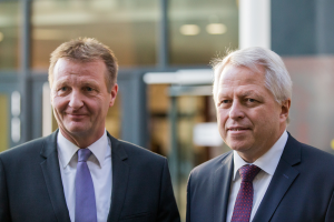 NRW-Innenminister Ralf Jäger (links) und Jürgen Mathies (Foto: dpa)