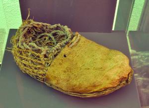 So ähnlich haben Ötzis Schuhe ausgesehen.