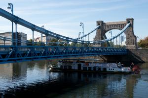 Es gibt viele Brücken in Breslau.