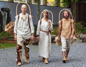 So haben sich Ötzis Zeitgenossen vermutlich gekleidet.