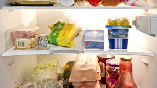 Warum ist es im Kühlschrank kalt?