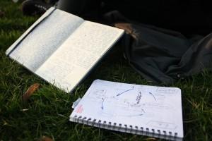 Ihre Ideen notiert Dana-Jane erst auf Papier und postet sie dann im Internet. (Foto: dpa)