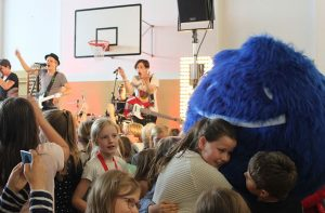 Noch besser: Duda beim Knuddeln mit euch in der Menge (Foto: Stolzenbach)