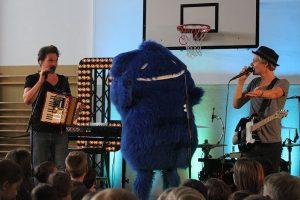 Ein Riesen-Moment für unseren blauen Klecks: Duda mit Cat Ballou auf der Bühne... (Foto: Stolzenbach)