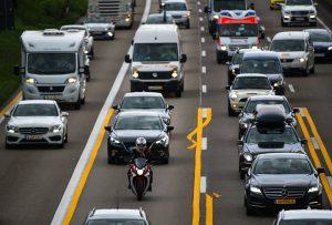 Unaufmerksame Autofahrer verursachen zwei von drei Staus. (Foto: dpa)