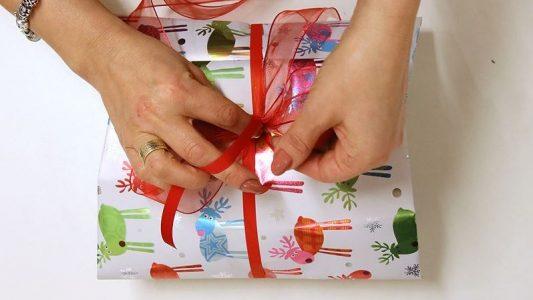 So packst du Geschenke ein