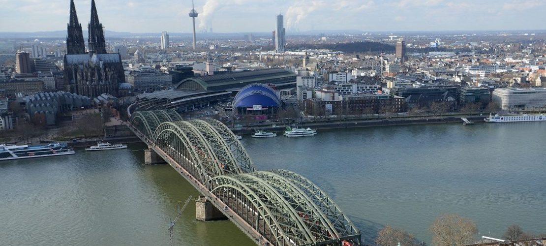 Raus hier: Wege über den Rhein
