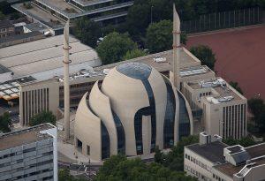 Viele Schichten wie eine Zwiebel: Die Moschee von oben (Foto: dpa)