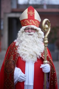 Der hohe Hut des Nikolaus heißt Mitra. (Foto:d pa)