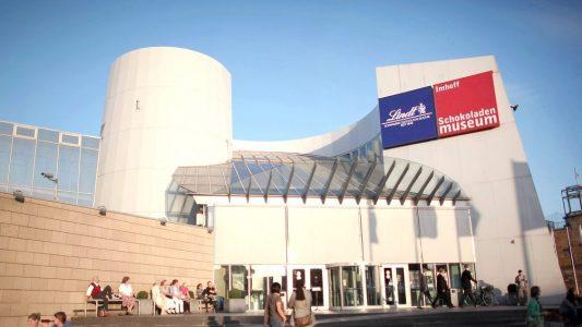 Das Schokoladenmuseum steht direkt am Rhein. (Foto: dpa)