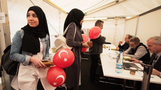 Türken in Deutschland stimmen ab