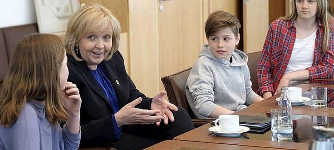 Kinderreporter fragen die Ministerpräsidentin
