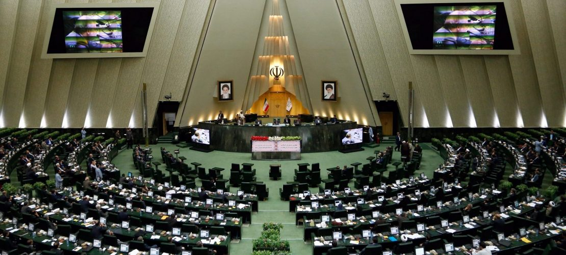 Schüsse im iranischen Parlament