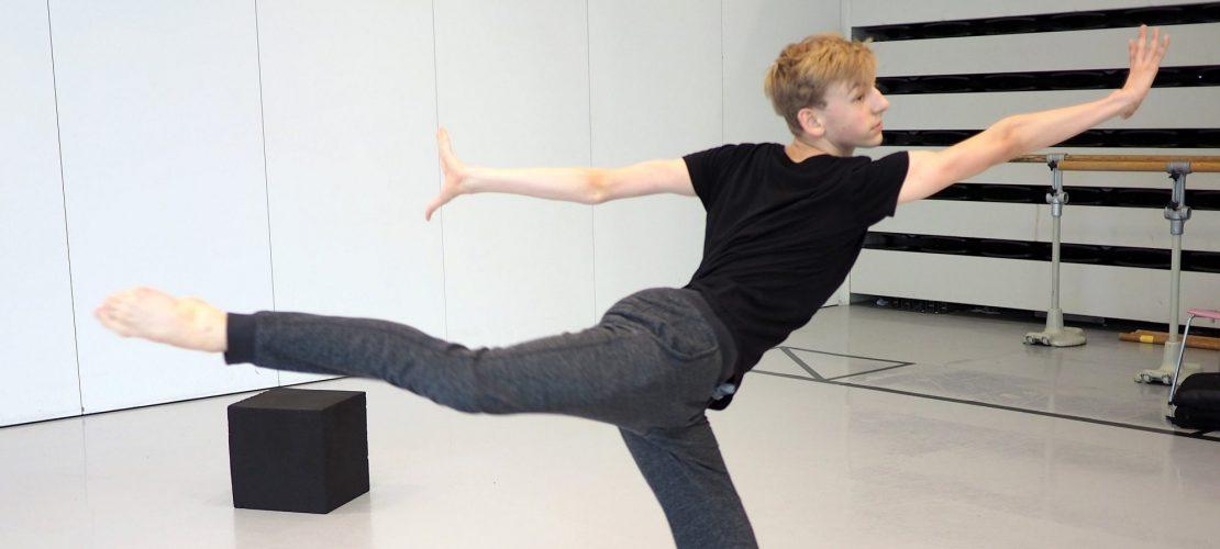 Niklas tanzt in der Schule