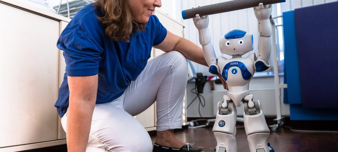 Roboter Zora hilft im Krankenhaus