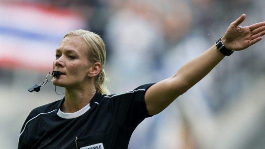 Erste Frau pfeift in der Bundesliga
