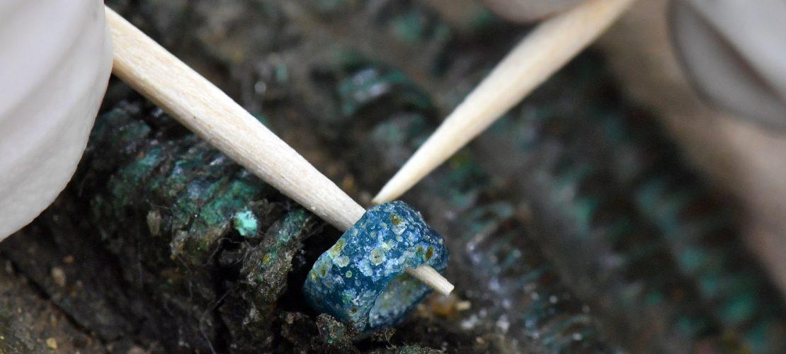 Eine uralte, blaue Perle